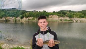 """SRD """"Bugojno"""" organizuje školu ribolova za mlade na jezeru Zanesovići"""