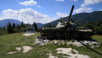 Ukrali gusjenice tenka sa spomen-obilježja